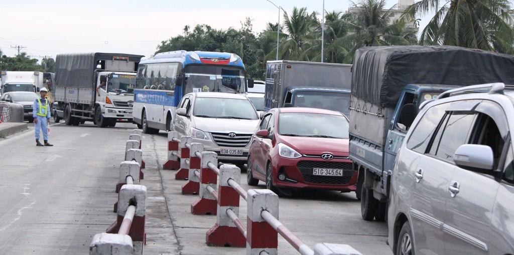 Chính trị - Xã hội - Tài xế dùng tiền lẻ qua trạm thu phí: Tổng cục Đường bộ sẽ làm việc với tỉnh Tiền Giang (Hình 2).