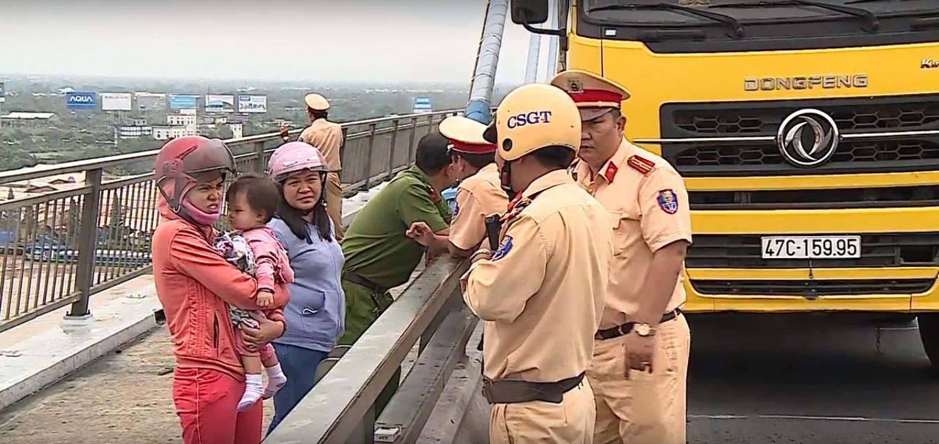 Vĩnh Long: Tài xế xe tải nhảy cầu Mỹ Thuận tự tử
