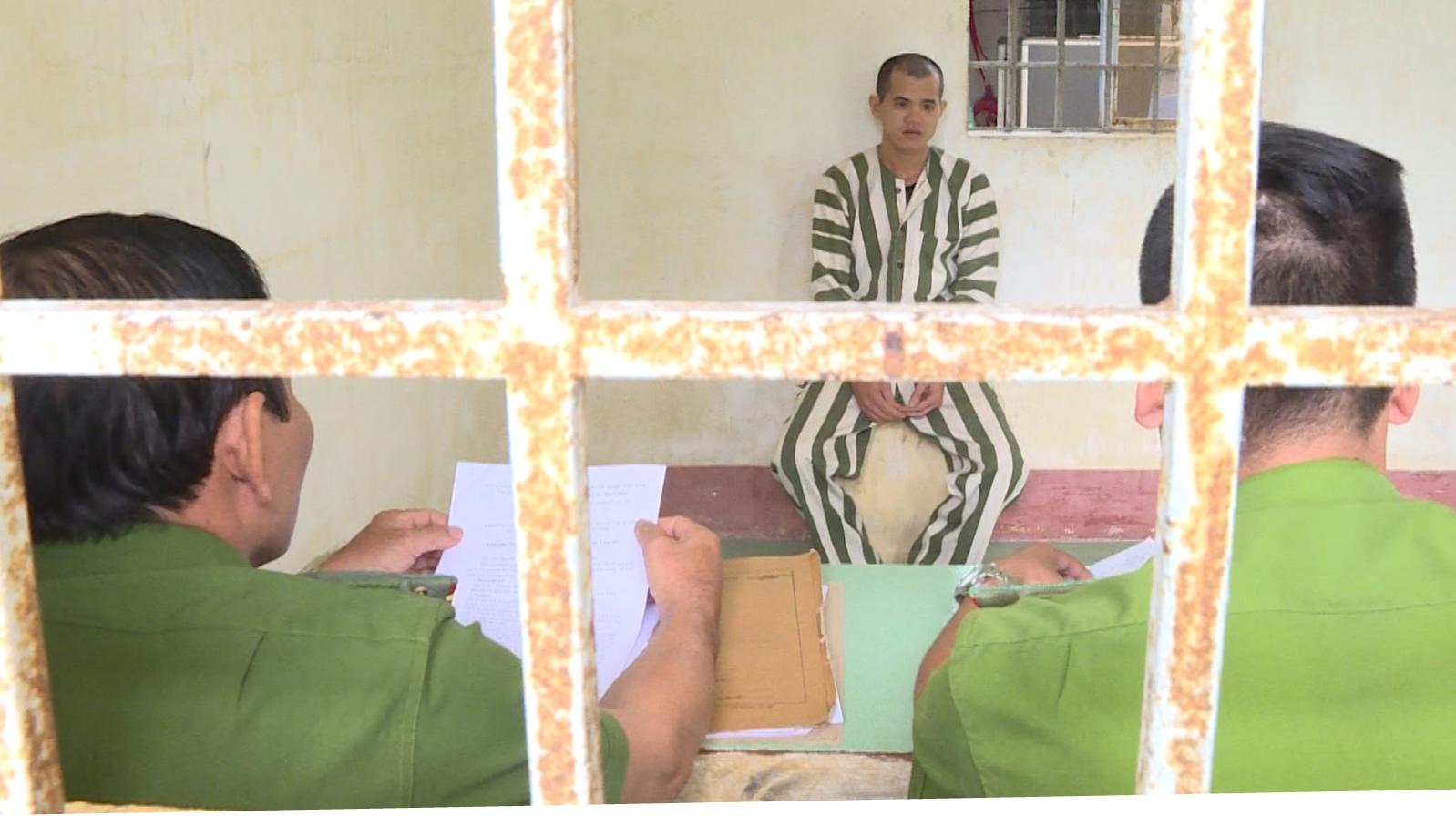 An ninh - Hình sự - Tạm giam kẻ giật dây chuyền của thanh niên đi vệ sinh ven đường
