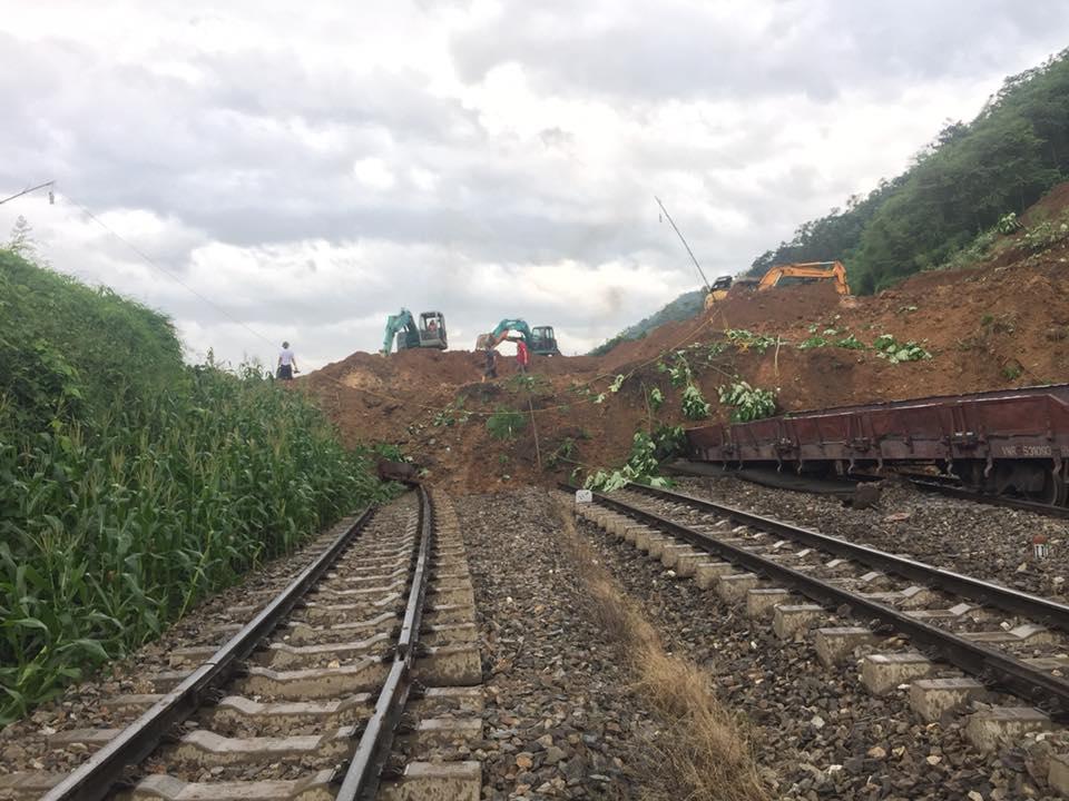 Chính trị - Xã hội - Yên Bái: Khu vực 7 toa tàu gặp sự cố tiếp tục có nguy cơ sạt lở nếu mưa lớn