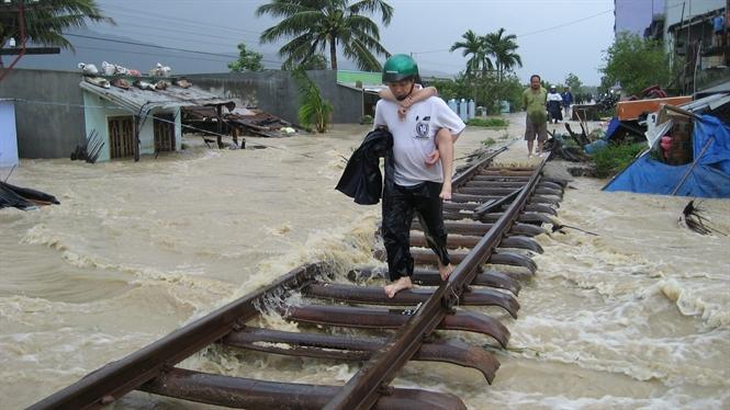 Xã hội - Ngành đường sắt và hàng không ứng phó bão số 12