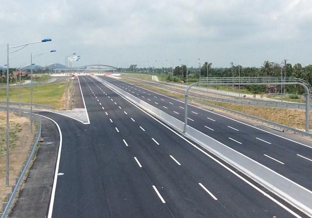 Tin nhanh - Bộ GTVT phê bình nhà thầu thi công chậm tiến độ đường nối 2 cao tốc