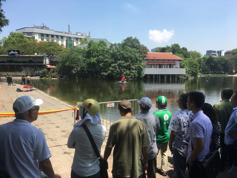 Tin nhanh - Hà Nội: Tìm thấy thi thể người đàn ông dưới hồ Thiền Quang (Hình 2).