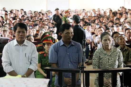 Pháp luật - Hà Tĩnh: Sếp đi tù vì 'cho' nhân viên biển thủ quỹ