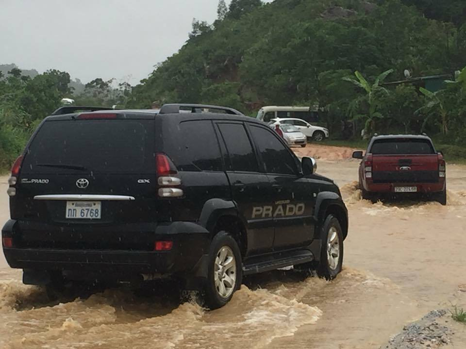 Chính trị - Xã hội - Hà Tĩnh ngập sâu, xe tải bị nước lũ cuốn trôi (Hình 4).
