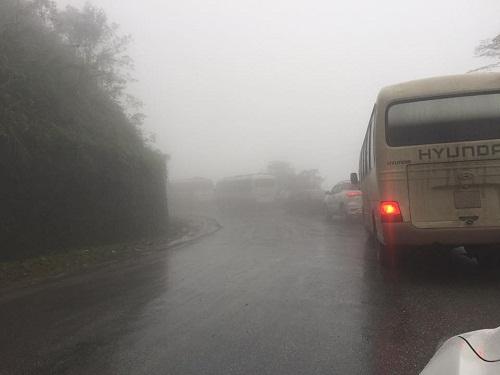 Tin nhanh - Sạt lở QL8A, sương mù dày đặc gây ách tắc giao thông (Hình 3).