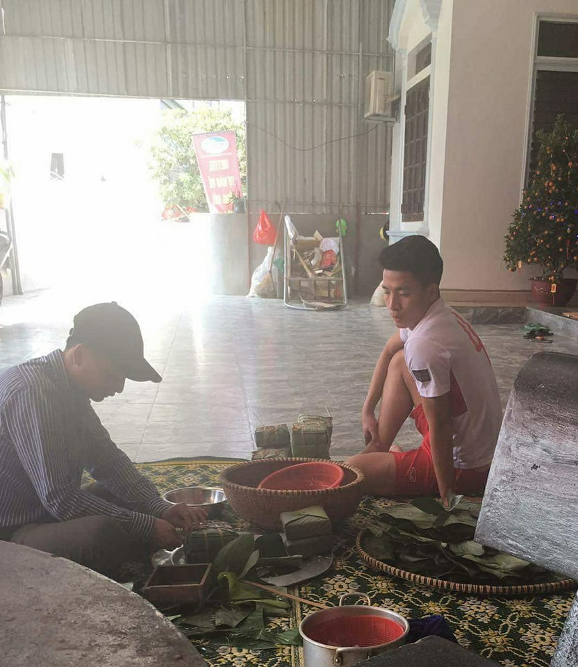 Bóng đá Việt Nam - Trung vệ Bùi Tiến Dũng sum vầy, ấm áp bên gia đình ngày Tết