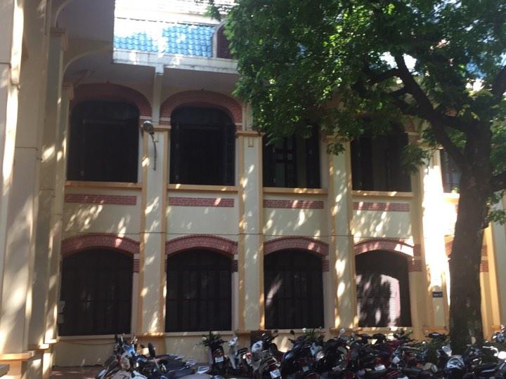 Giải trí - Bên trong ngôi trường vợ nghệ sĩ Xuân Bắc phản ánh đã xuống cấp (Hình 13).