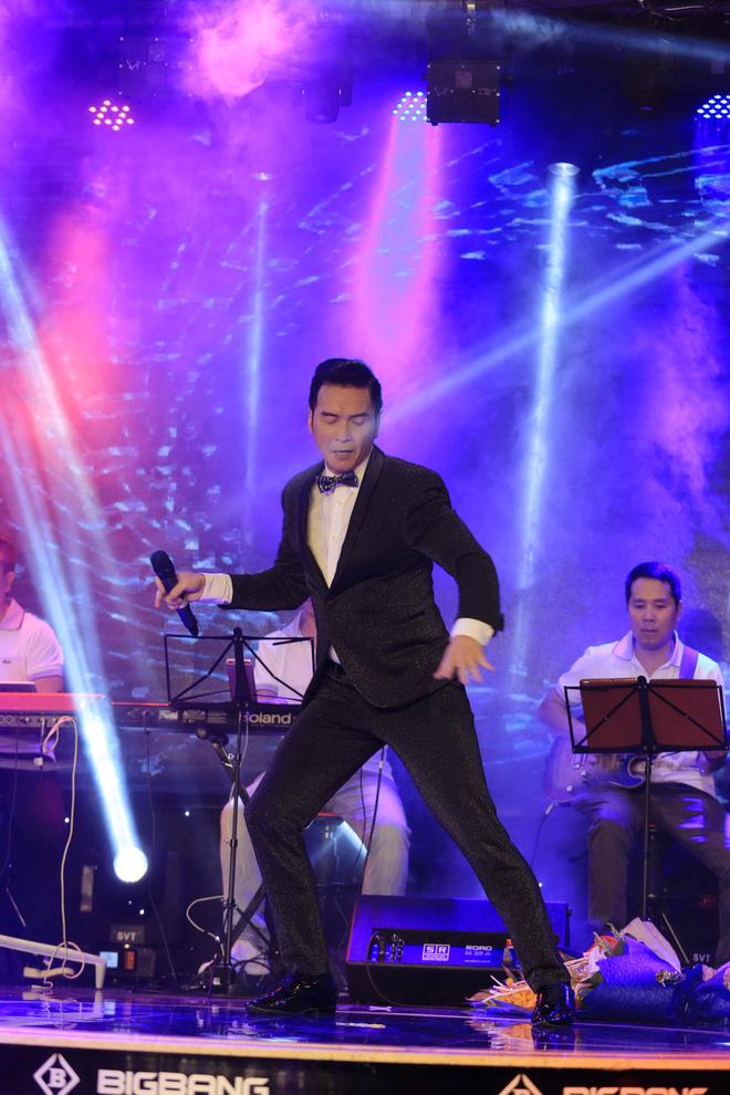 Giải trí - Danh ca Nguyễn Hưng tiết lộ lý do thường xuyên về Việt Nam biểu diễn (Hình 9).