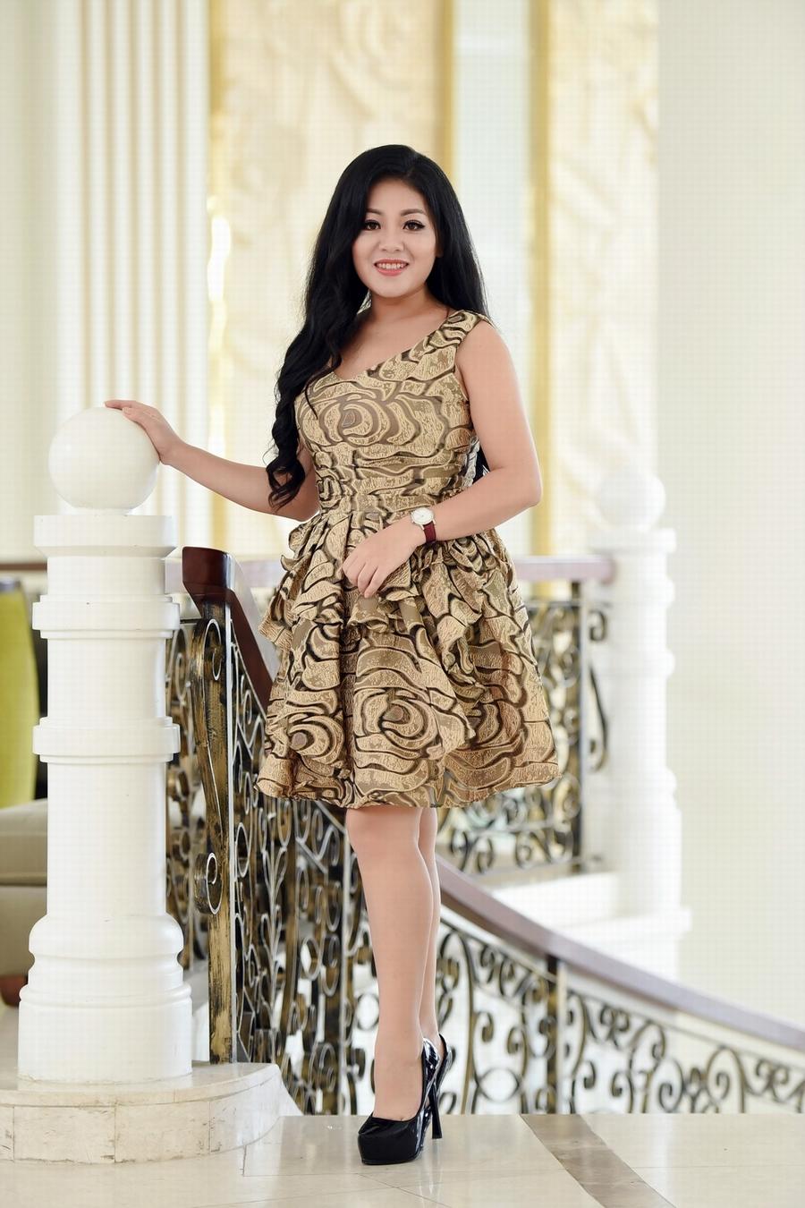 Giải trí - Ca sĩ Anh Thơ mặc váy đính 100 viên kim cương trong liveshow mới (Hình 19).
