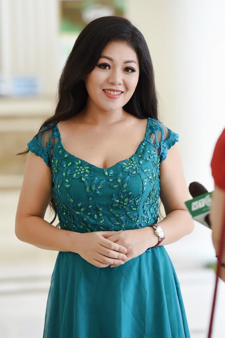Giải trí - Ca sĩ Anh Thơ mặc váy đính 100 viên kim cương trong liveshow mới (Hình 5).