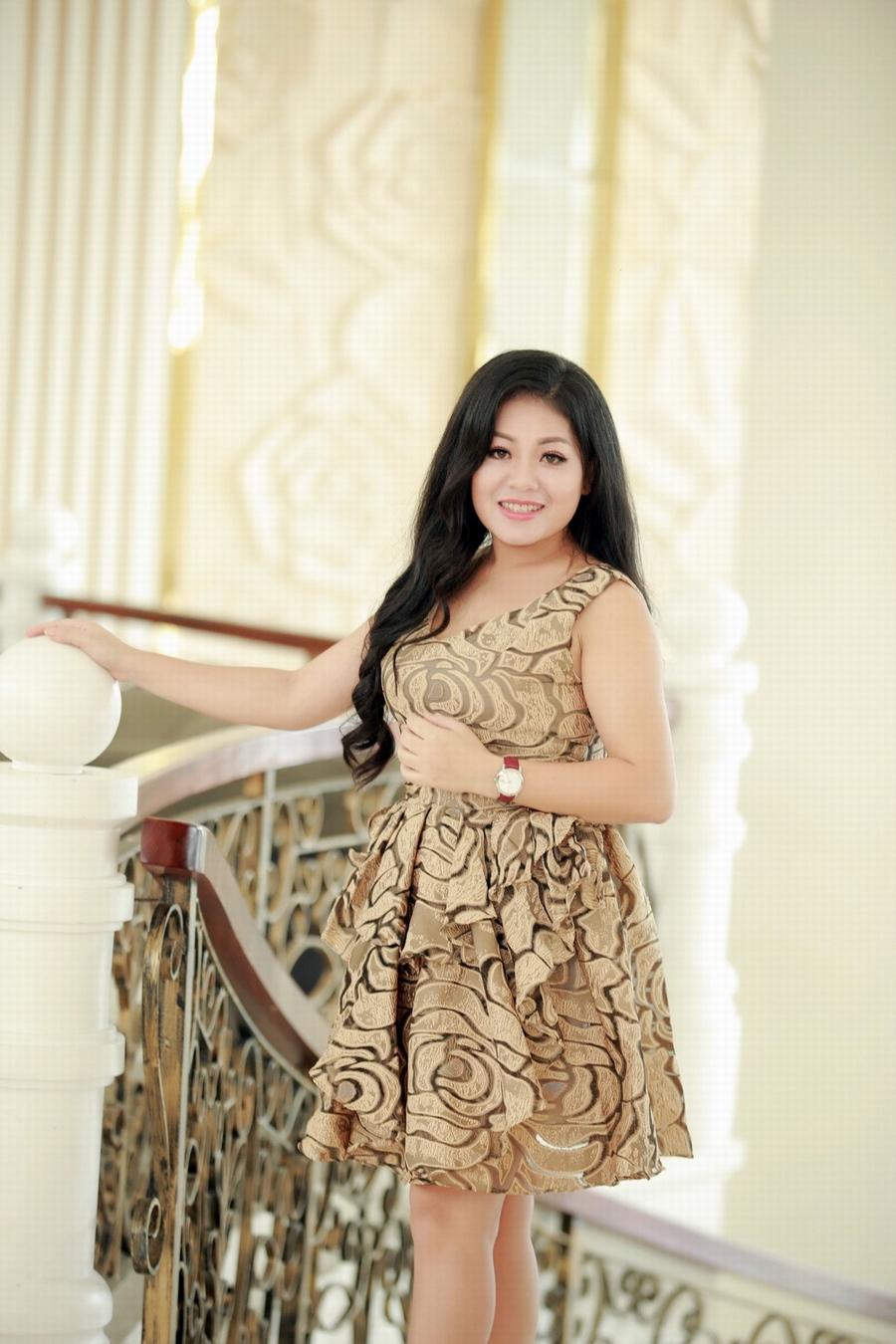 Giải trí - Ca sĩ Anh Thơ mặc váy đính 100 viên kim cương trong liveshow mới (Hình 12).