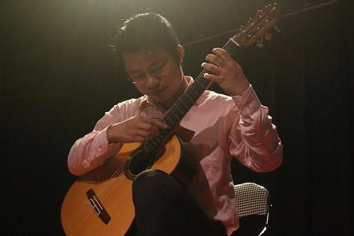 Giải trí - Nghệ sĩ ghi-ta Đức Hiển: 'Chú Phú Quang khóc và ôm tôi'!