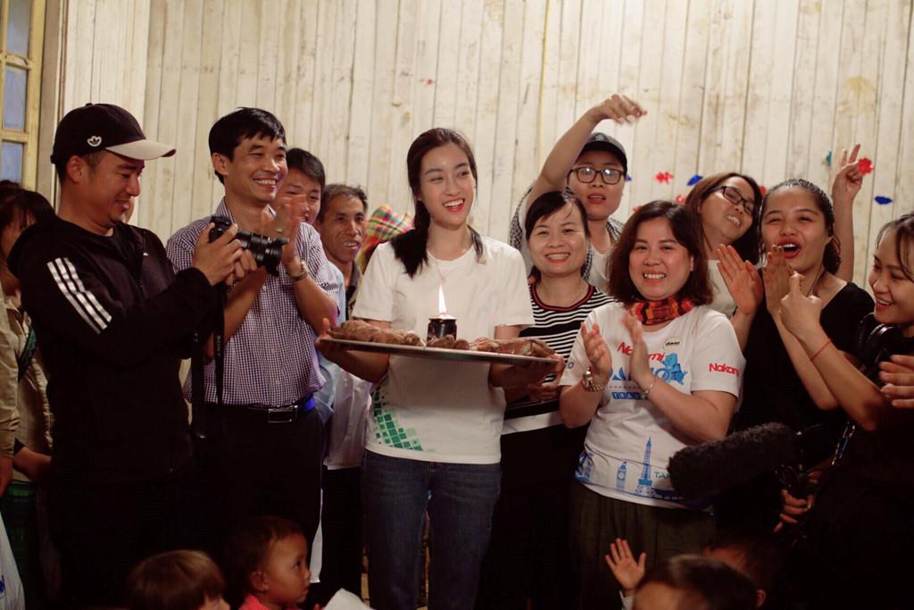 Giải trí - Món quà 'độc nhất vô nhị' Hoa hậu Mỹ Linh được tặng trên bản Cu Vai