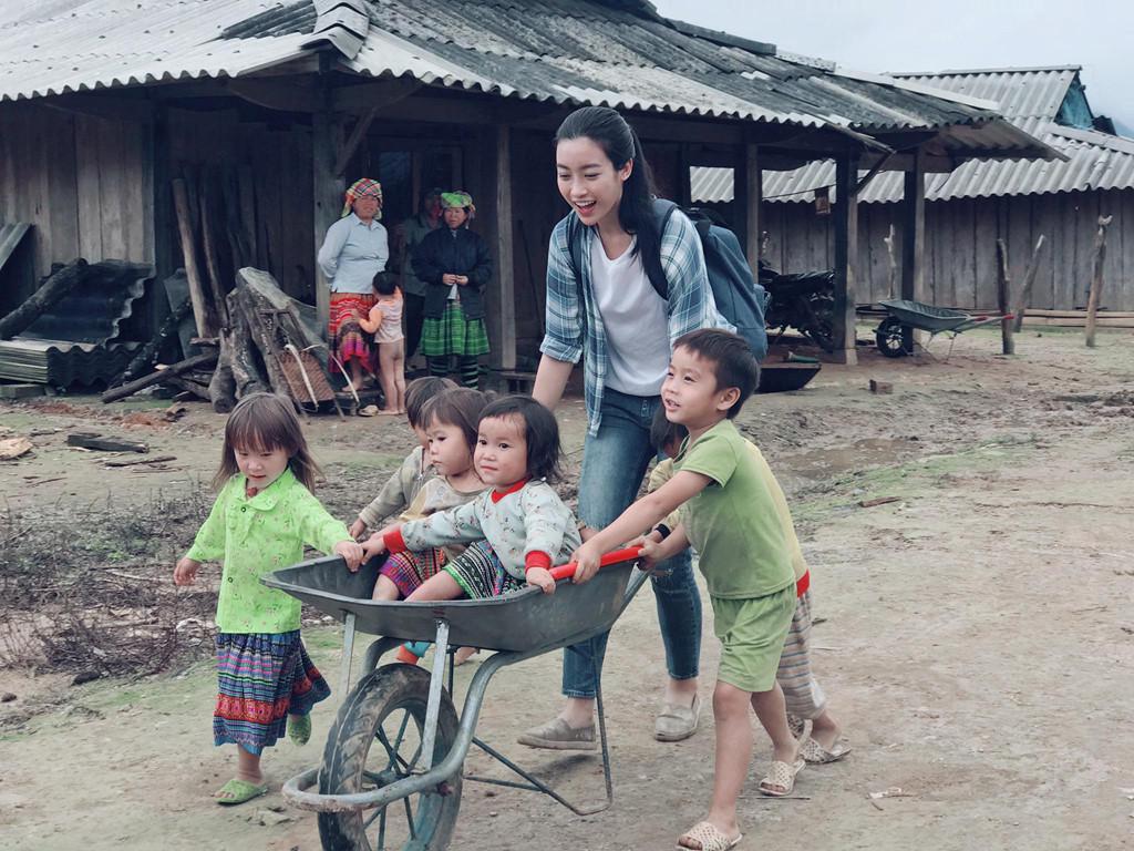 Giải trí - Món quà 'độc nhất vô nhị' Hoa hậu Mỹ Linh được tặng trên bản Cu Vai  (Hình 6).