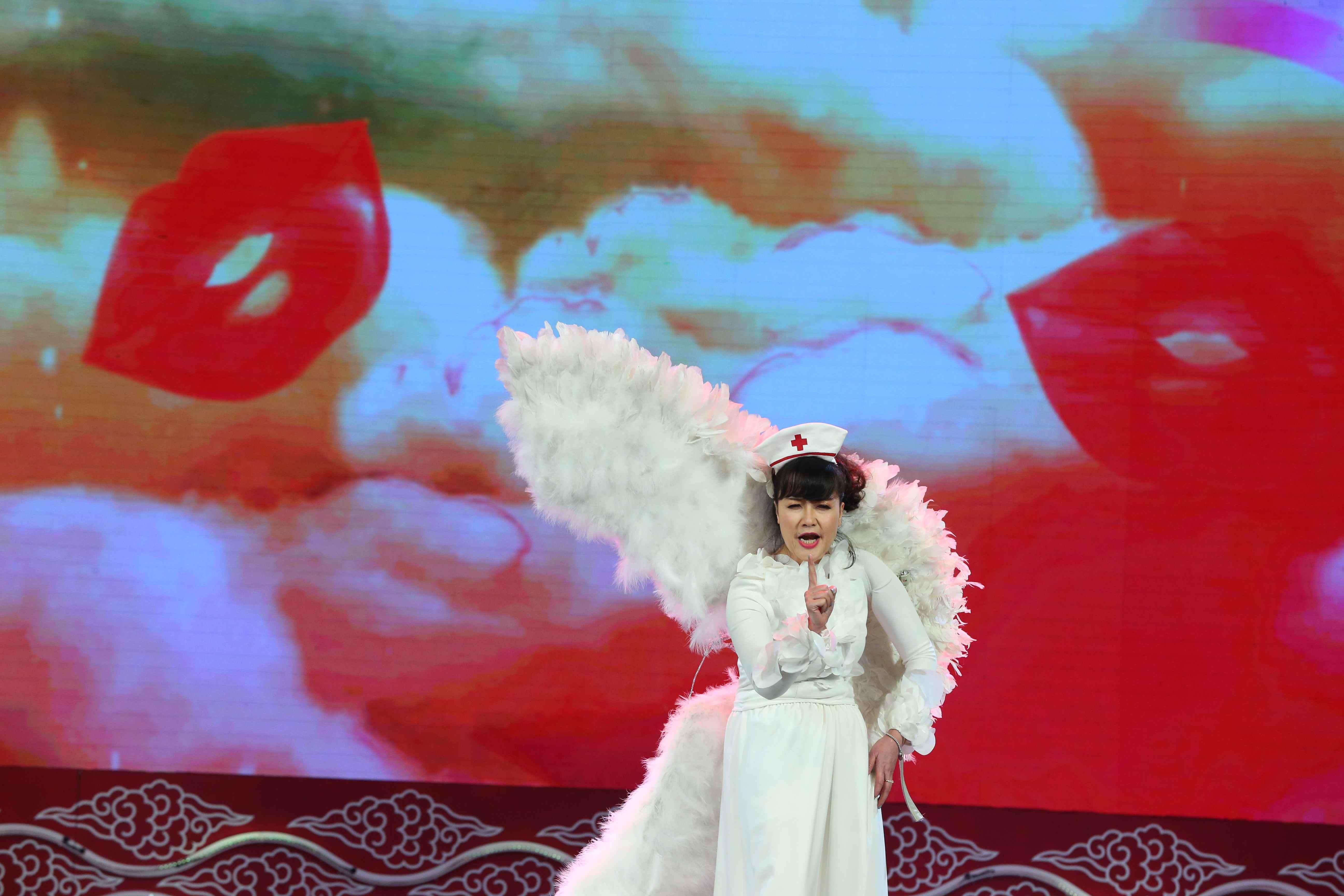 Sự kiện - Nghệ sĩ Quốc Khánh bật mí việc học kịch bản Táo quân trong... toa-lét (Hình 5).