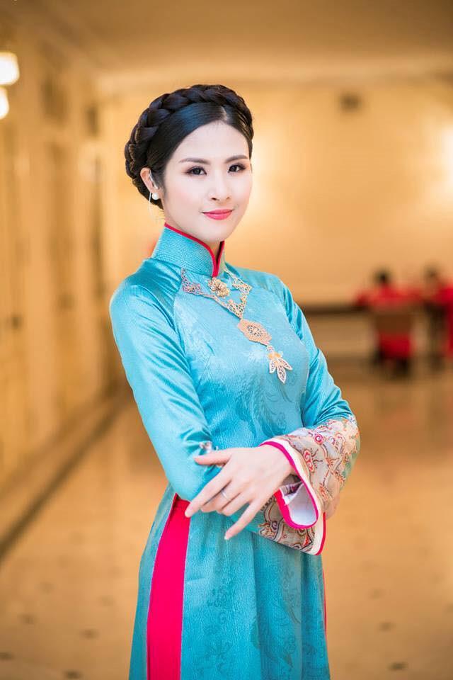 Sự kiện - Hoa hậu Ngọc Hân: 'Nhiều NTK rất vô trách nhiệm với áo dài truyền thống'