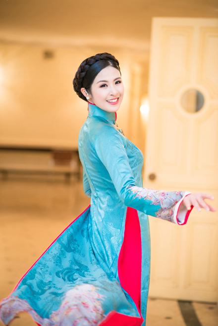 Sự kiện - Hoa hậu Ngọc Hân: 'Nhiều NTK rất vô trách nhiệm với áo dài truyền thống' (Hình 4).