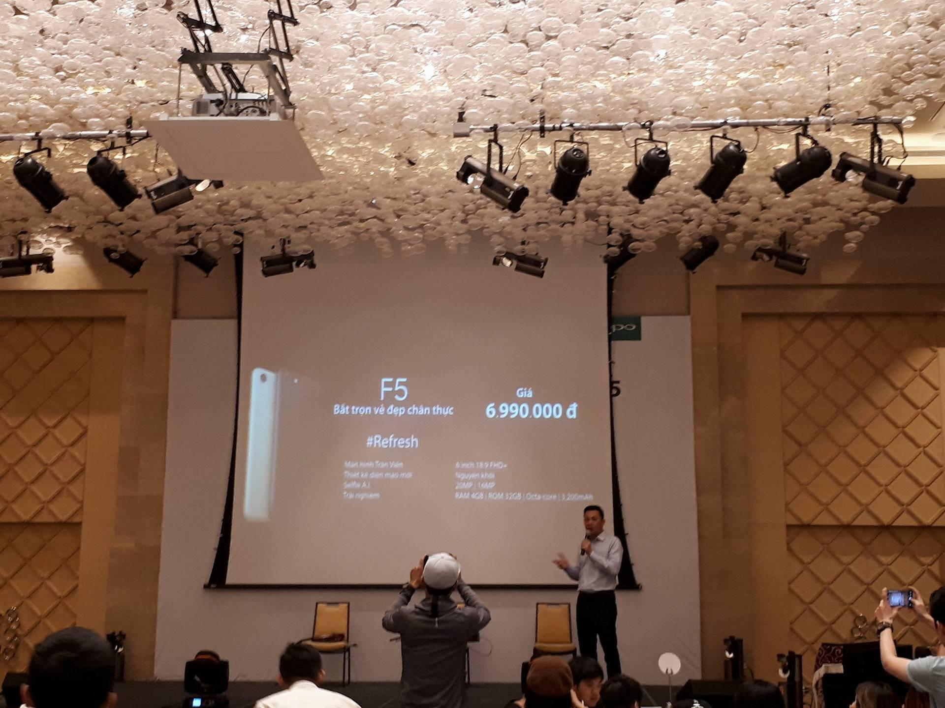 Công nghệ - OPPO F5 chính thức có mặt tại Việt Nam, giá 6,99 triệu đồng
