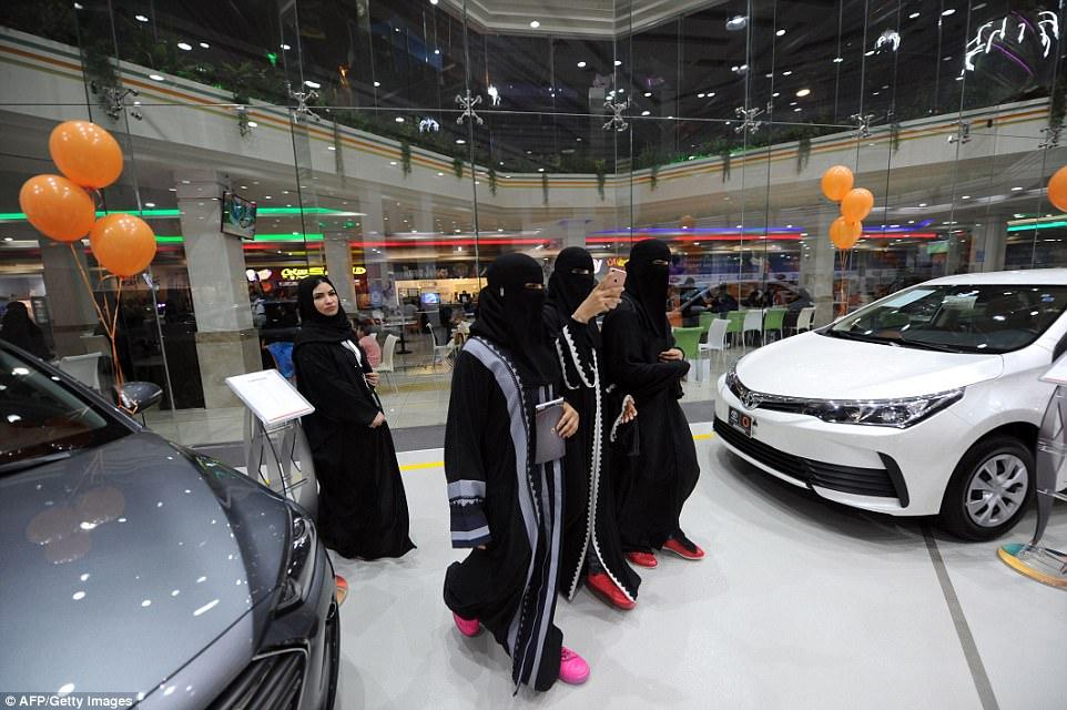 Thú chơi xe - Đại lý độc quyền xe hơi cho phụ nữ đầu tiên đã được mở tại Ả Rập Xê-út (Hình 2).