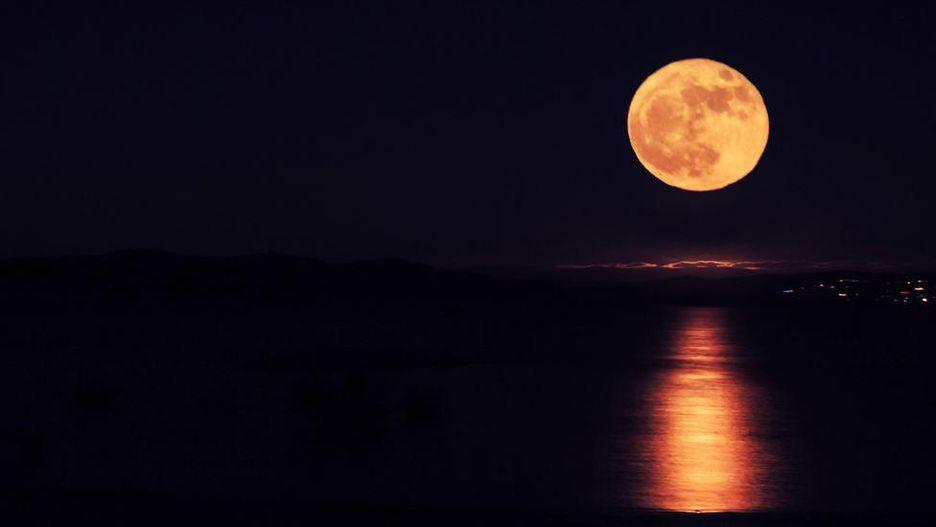 Chiêm ngưỡng bộ ảnh đẹp không tưởng về siêu trăng trên thế giới - Hình 11