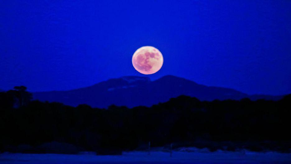 Chiêm ngưỡng bộ ảnh đẹp không tưởng về siêu trăng trên thế giới - Hình 6