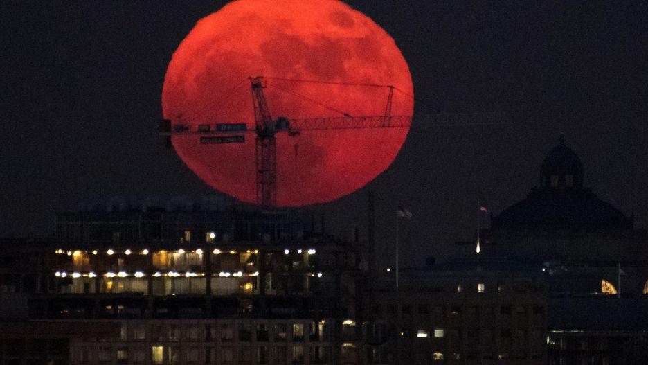 Chiêm ngưỡng bộ ảnh đẹp không tưởng về siêu trăng trên thế giới - Hình 3