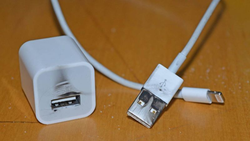 Thủ thuật - Tiện ích - Nguyên nhân và cách xử lý iPhone sạc không lên điện hiệu quả nhất (Hình 2).
