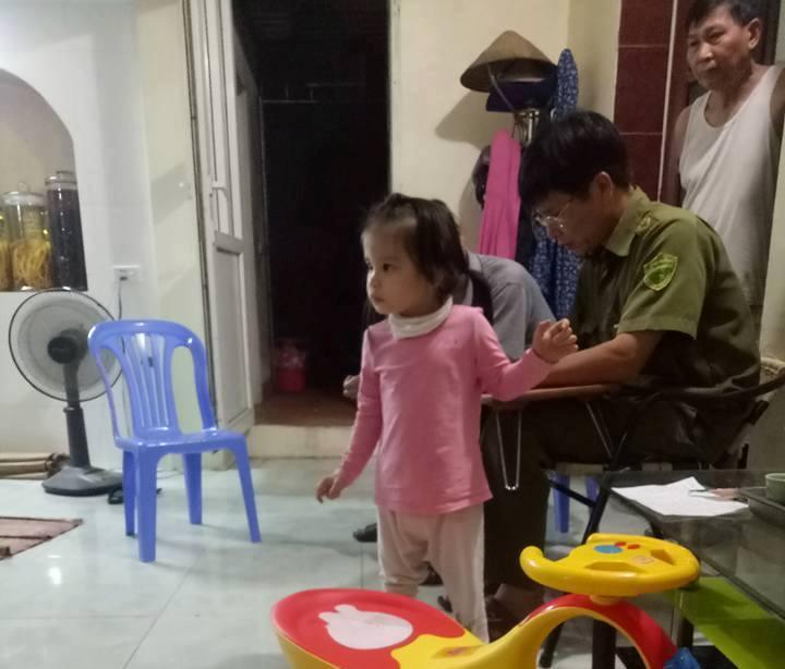 Xã hội - Hưng Yên: Bé gái 3 tuổi bị bỏ rơi trước cửa nhà dân