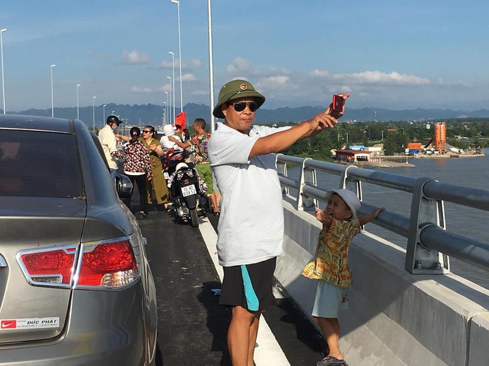 Chính trị - Xã hội - Quốc khánh 2/9, nô nức thăm cầu vượt biển dài nhất Việt Nam (Hình 6).