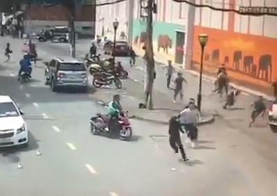 Hình sự - Clip: Cảnh sát vây bắt nhóm trộm giữa phố Sài Gòn