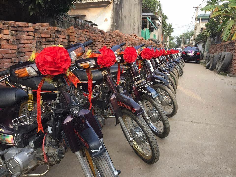 Mới- nóng - Clip: Đám cưới độc đáo rước dâu bằng dàn xe Dream ở Vĩnh Phúc