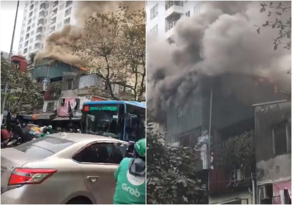 Mới- nóng - Clip: Cháy lớn gần chợ Mơ, cột khói dày đặc bốc cao hàng chục mét