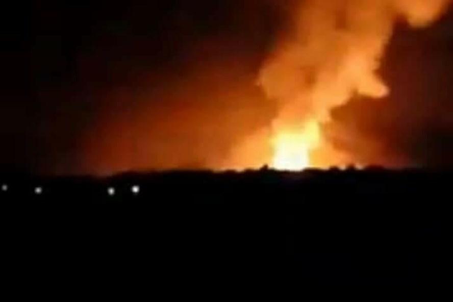 Mới- nóng - Clip: Kho đạn Lữ đoàn tăng thiết giáp 273 bất ngờ phát nổ trong đêm