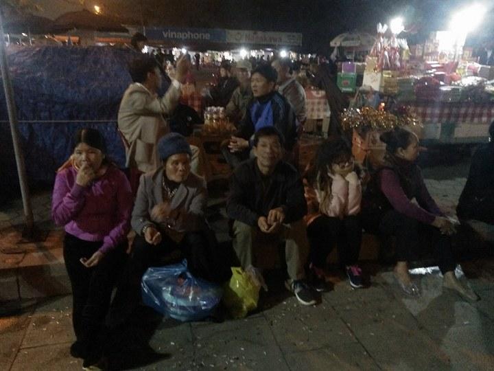 Toàn cảnh biển người chen lấn tại lễ hội đền Trần  - Hình 3