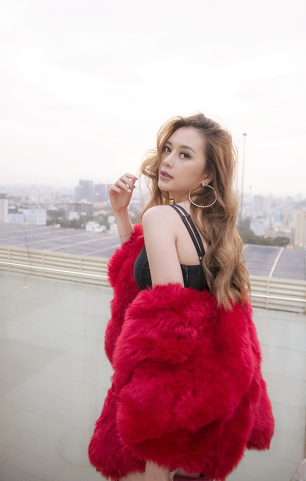 """Thiều Bảo Trang đẹp """"không góc chết"""" trong MV Valentine nhân dịp năm mới"""