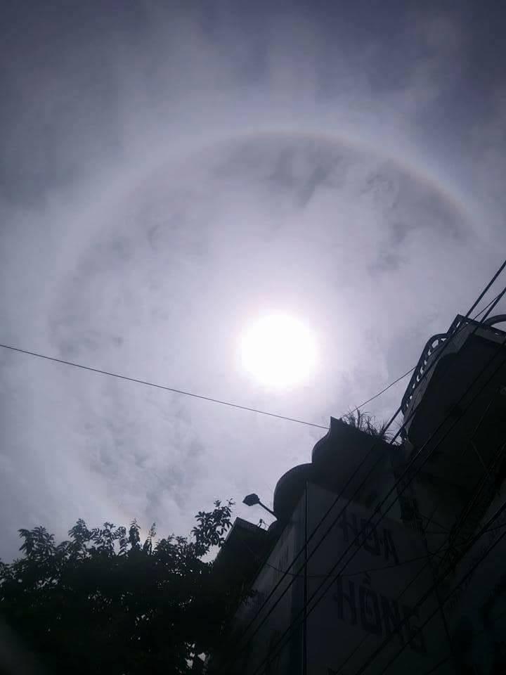 Video - Clip: Xuất hiện vầng hào quang hiếm thấy bao quanh mặt trời ở Yên Bái (Hình 3).