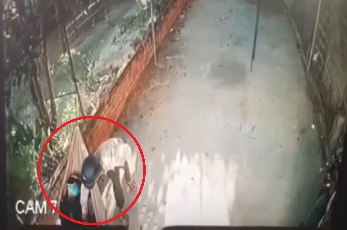 Video - Clip: Ngủ say, nam thanh niên bị trộm 'cuỗm' điện thoại trong 3 giây