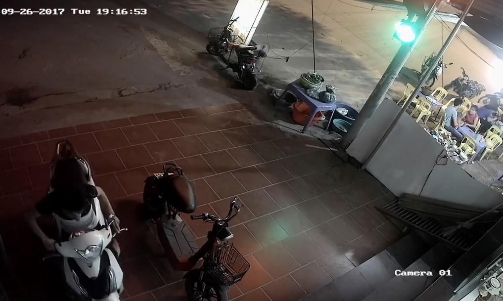 Pháp luật - Clip: Trộm bẻ khóa 'cuỗm' SH chỉ trong 3 giây ở Vĩnh Phúc (Hình 2).