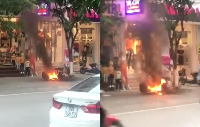 Mới- nóng - Clip: Xe đạp điện đang sạc bất ngờ bốc cháy dữ dội