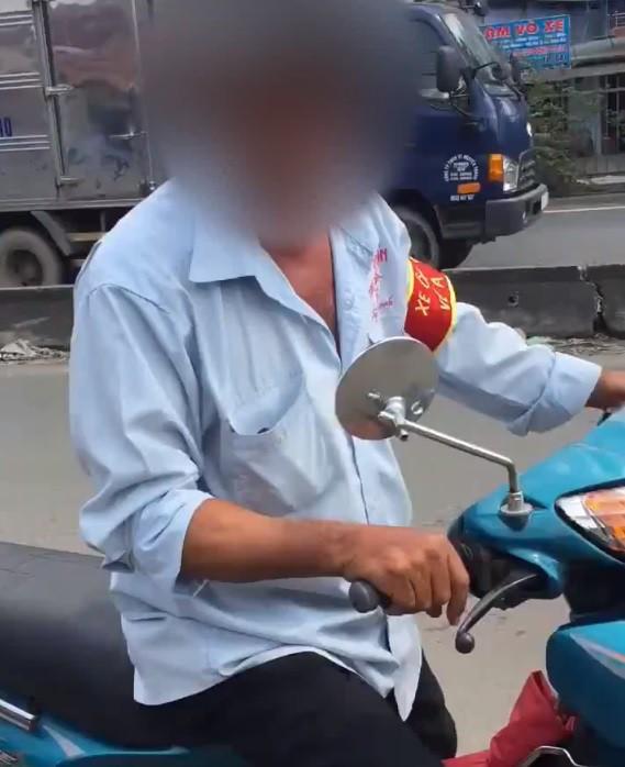 Mới- nóng - Clip: Khách bị xe ôm truyền thống đuổi theo bắt đi bộ vì đặt Grab
