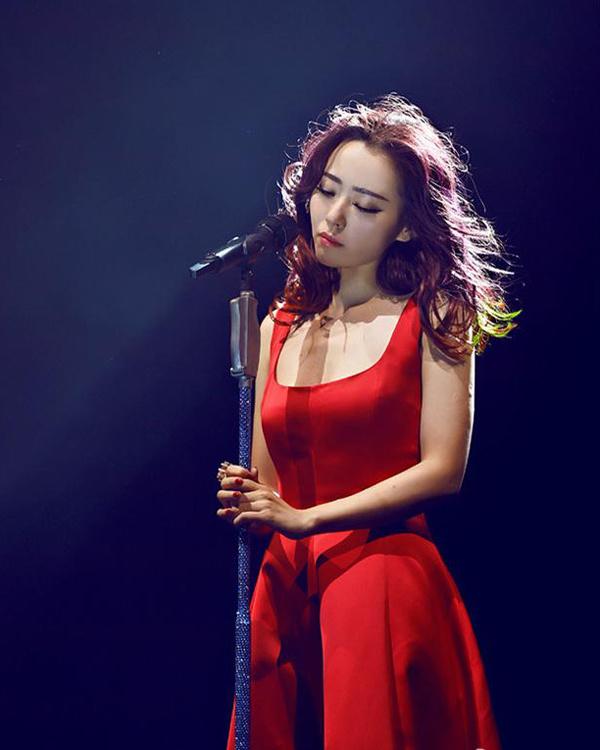 Nhan sắc hút hồn của ca sĩ châu Á hát ở show Victoria's Secret - Hình 8