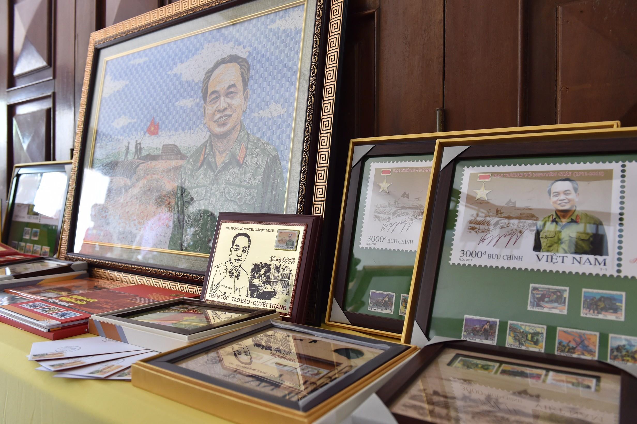 Chính trị - Xã hội - Thủ tướng dự lễ phát hành đặc biệt bộ tem bưu chính Đại tướng Võ Nguyên Giáp (Hình 2).