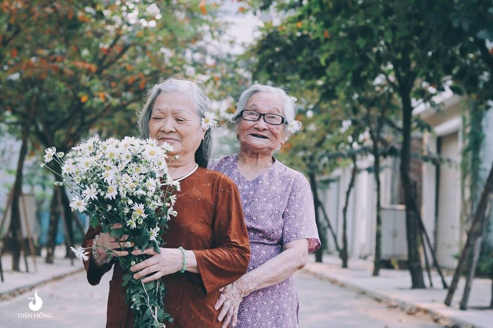 """Bộ ảnh """"tình bạn"""" của hai cụ bà 80 tuổi khiến dân mạng xuýt xoa - Hình 5"""