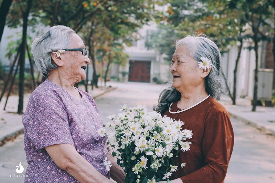 """Bộ ảnh """"tình bạn"""" của hai cụ bà 80 tuổi khiến dân mạng xuýt xoa - Hình 6"""