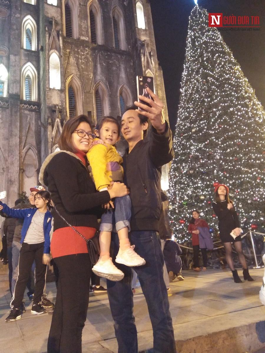 Nhà thờ lớn Hà Nội lung linh trước thềm Giáng sinh - Hình 6