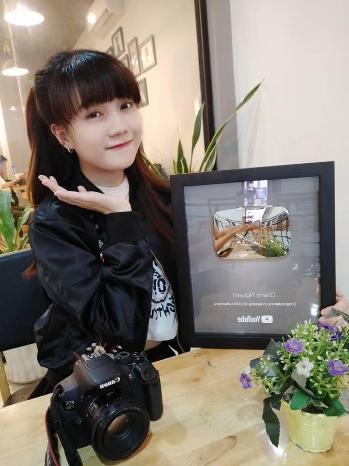 Cộng đồng mạng - Ngẩn ngơ trước nhan sắc của 9X Kiên Giang vừa nhận nút Play bạc từ YouTube (Hình 2).