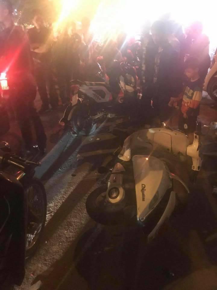 Tin nhanh - Hải Phòng: Ô tô 'điên' đâm liên hoàn xe máy trên đường Lạch Tray