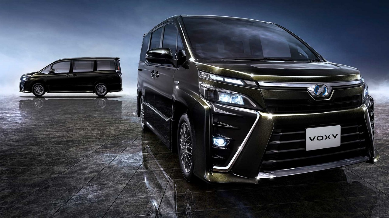 Xe++ - Toyota đưa mẫu MPV Voxy tới Indonesia, hòng 'tiếm ngôi' Nissan Serena