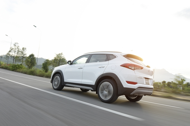 Xe++ - Hyundai Tucson 2017 ra mắt, quyết ăn thua Mazda CX-5 bằng giá bán (Hình 7).